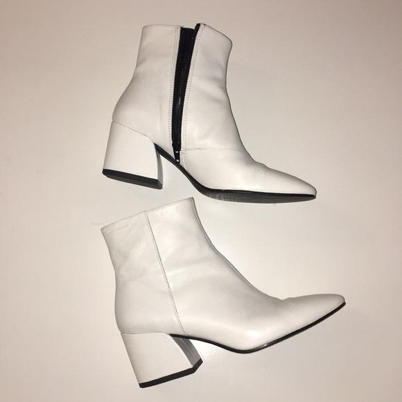 fdc7586d026301 White Olivia Boots. M 5b6e2ca325457a665fd728ff